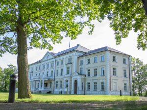 Zusammenarbeit der Klinikum Schloss Lütgenhof GmbH mit der Multitone Elektronik International GmbH bei der Planung und Errichtung der Funk-Schwesternruflösung EkoCare® im Klinikum Schloss Lütgenhof, Dassow